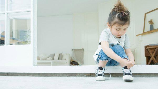 Motricità fine: allaciare le scarpe