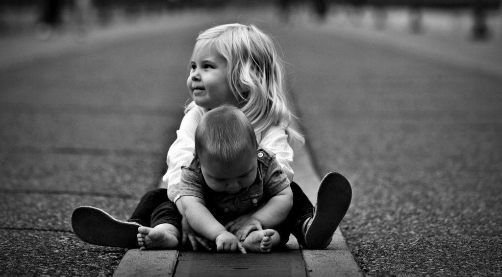 Giochi all'aperto con i bambini da fare in cortile
