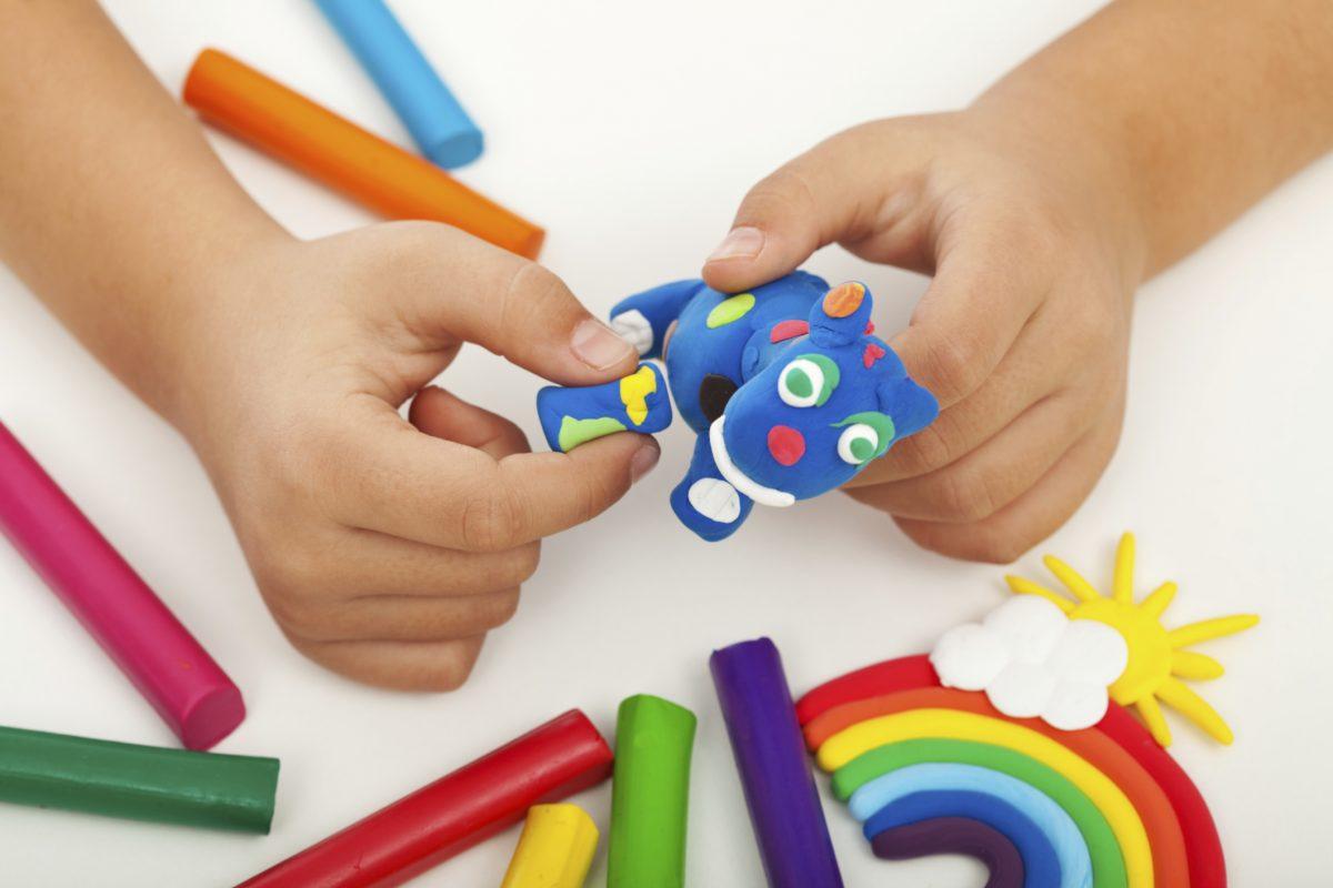 Giochi in casa con i bambini - Giochi da fare in casa - Idee giochi bambini