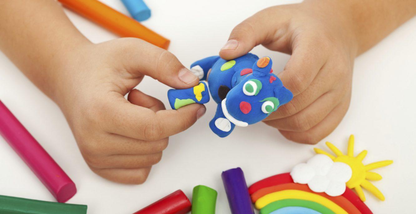 Giochi in casa con i bambini quando non si può uscire